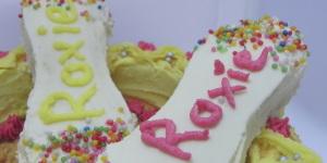 MOM'S CAKES & BAKES